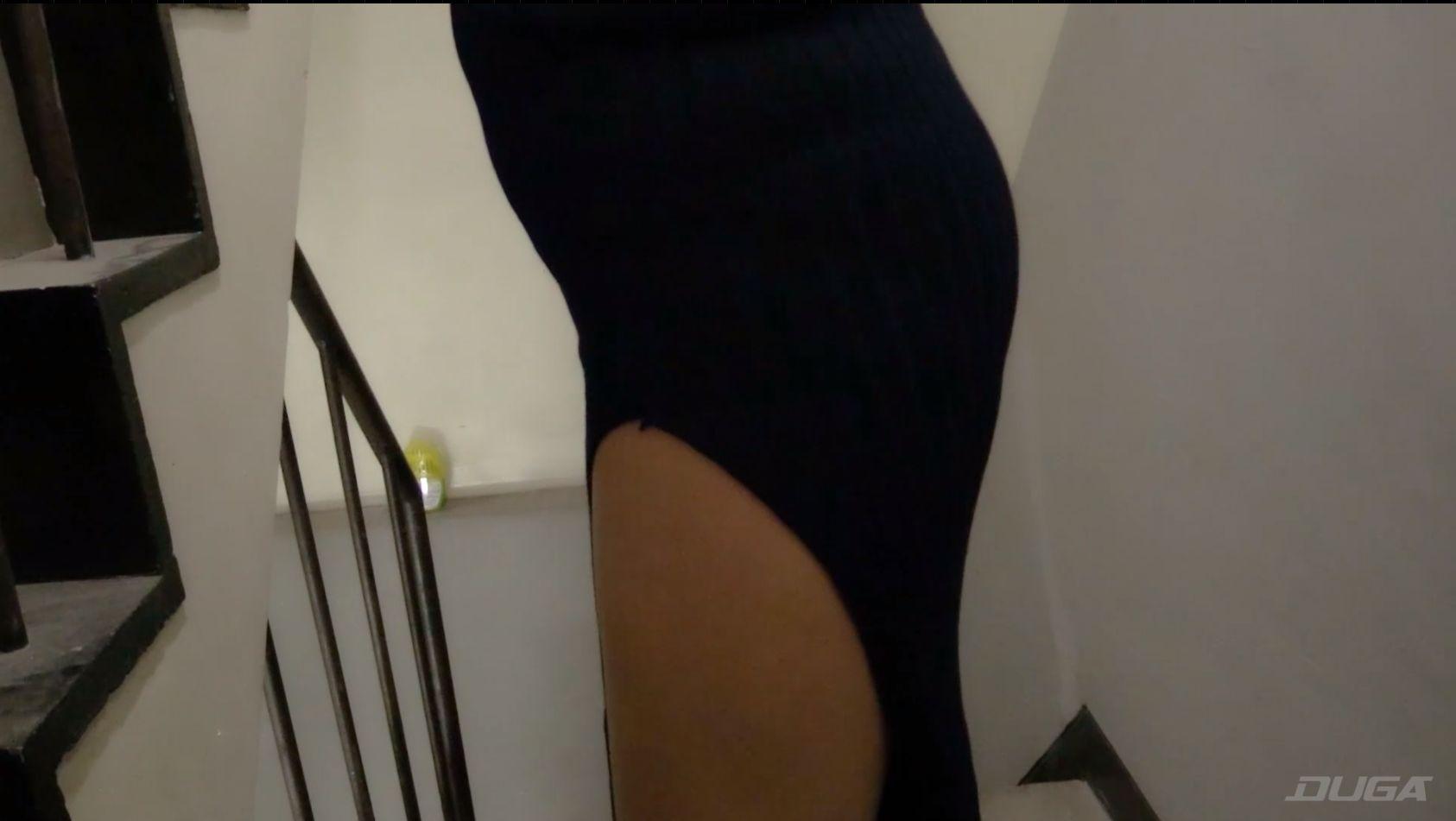 過激な私服で痴漢現場に向かう素人熟女 乾沙衣の下半身
