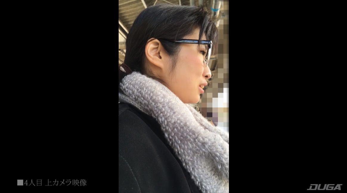 駅のホームで横顔を盗撮される4人目の被害者女性