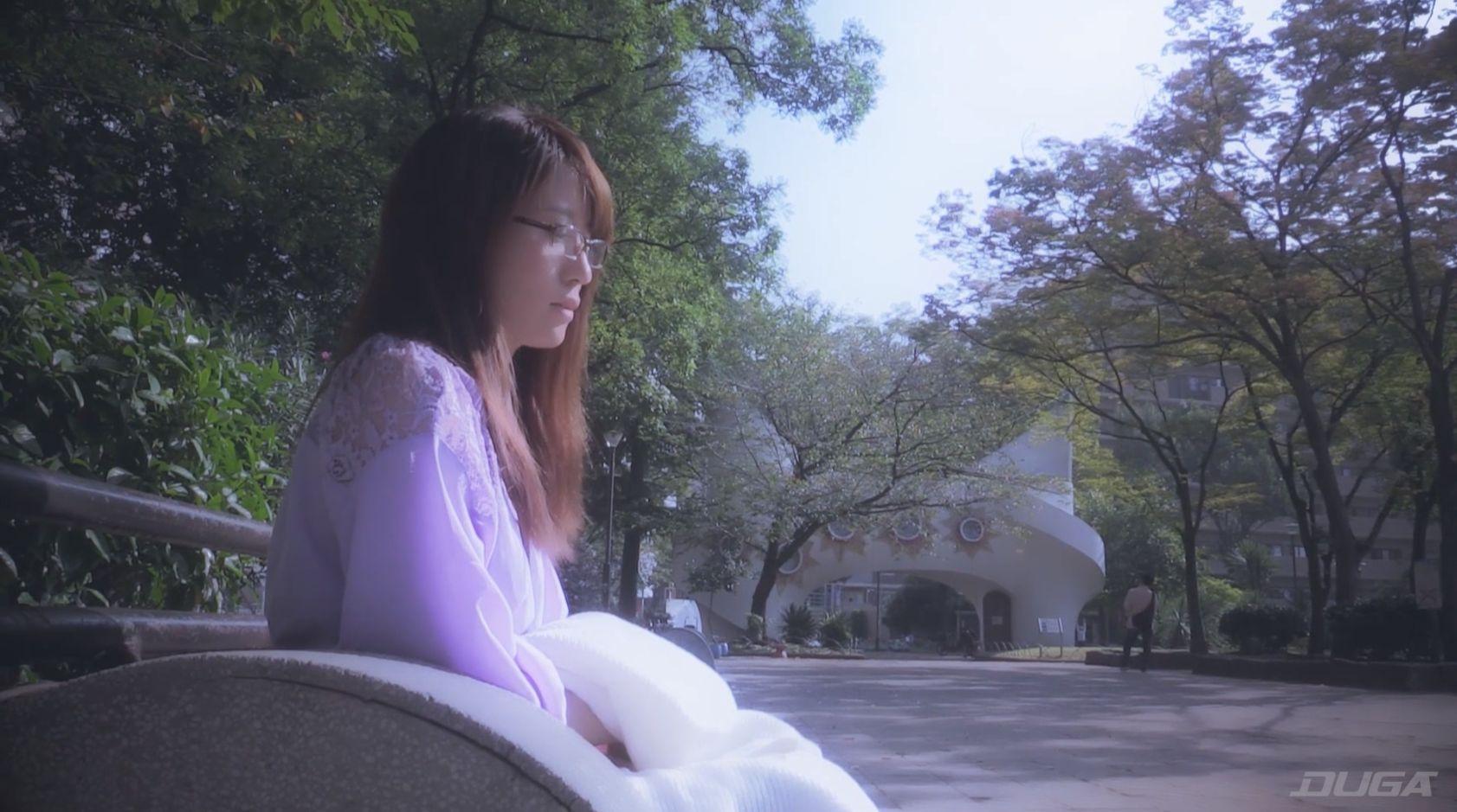 痴漢体験の直前にインタビューを受ける1人目の素人熟女 坂口美悠